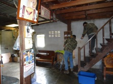 Colin is preparing to capture lost Indochinese Spitting Cobra Nasi009 from a house.