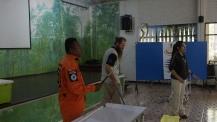 Mr. Mee handling Green Pit Viper Trimeresurus macrops